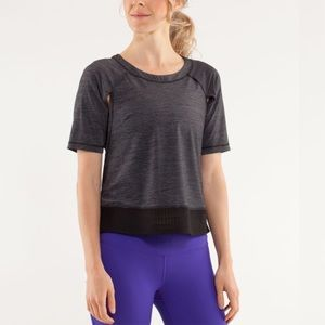 Lululemon Sun Runner Short Sleeve Sz 6 In Black